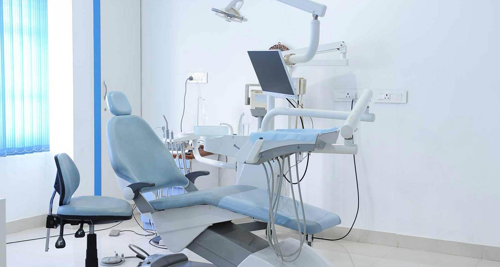 implantologist in vijayanagar bangalore, dental clinic in bangalore, dental implant course in bangalore